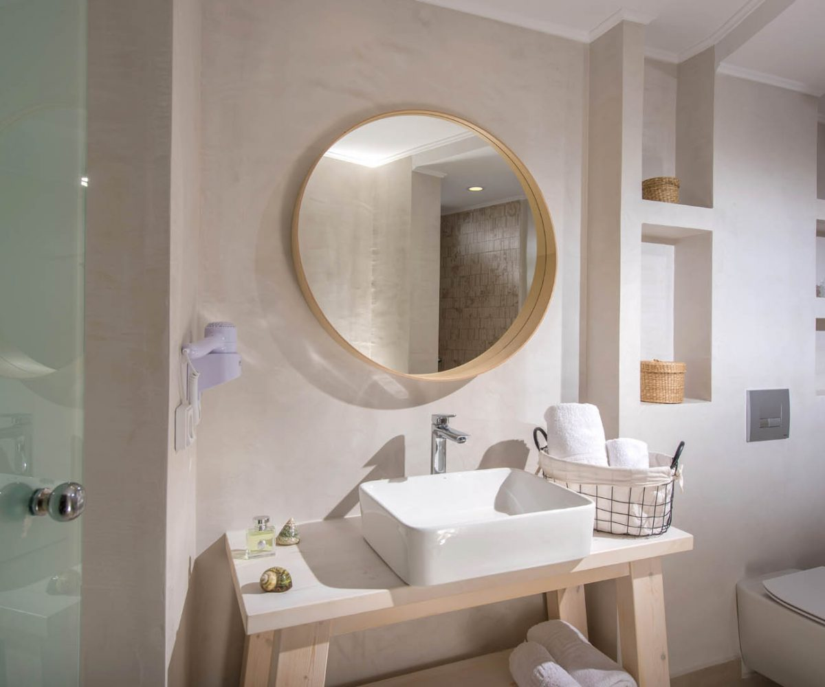 Superior Triple Studio Bathroom